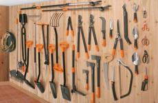 Выбор нужного садового инструмента для удаления сорняков